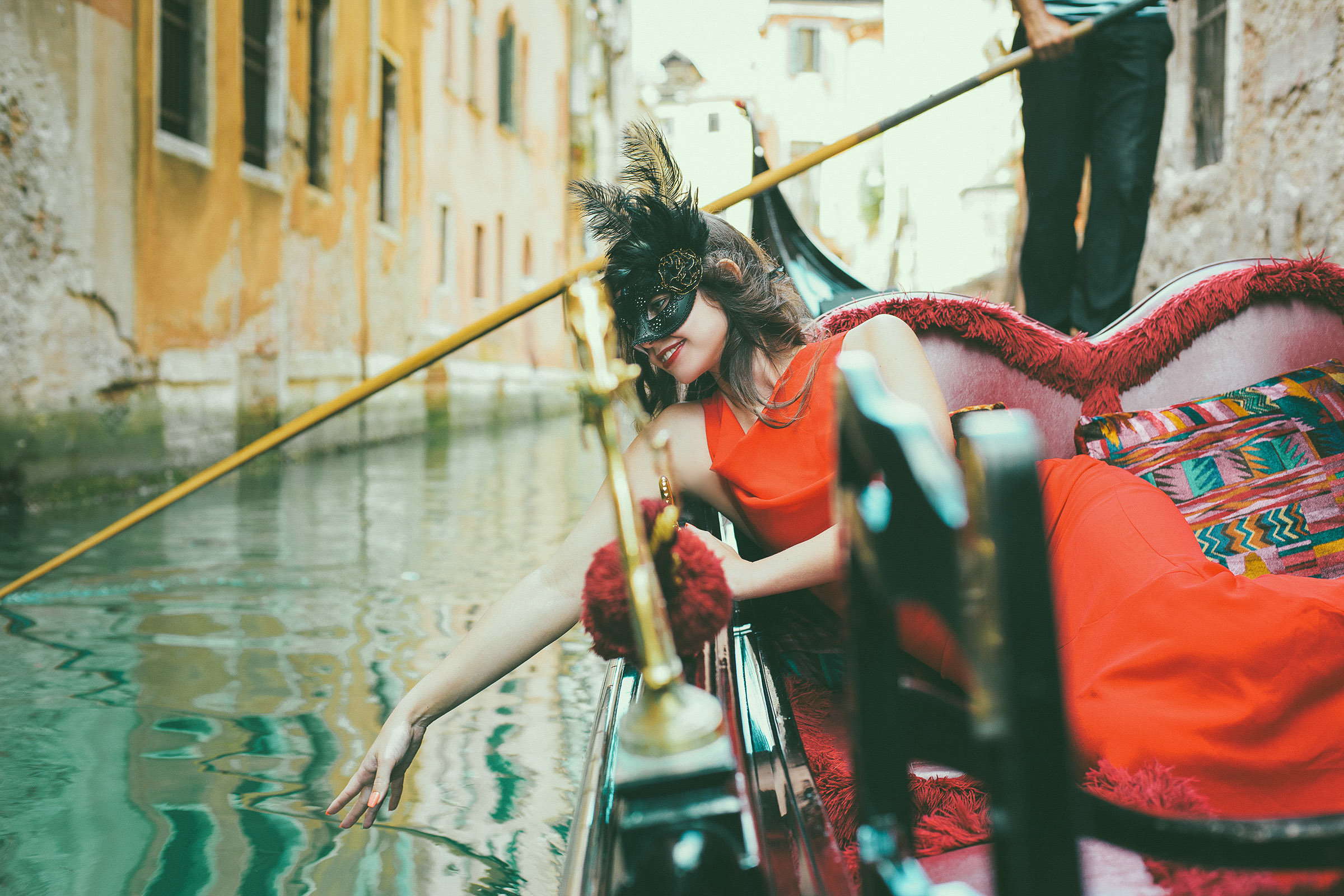 Gondolier fall in love!